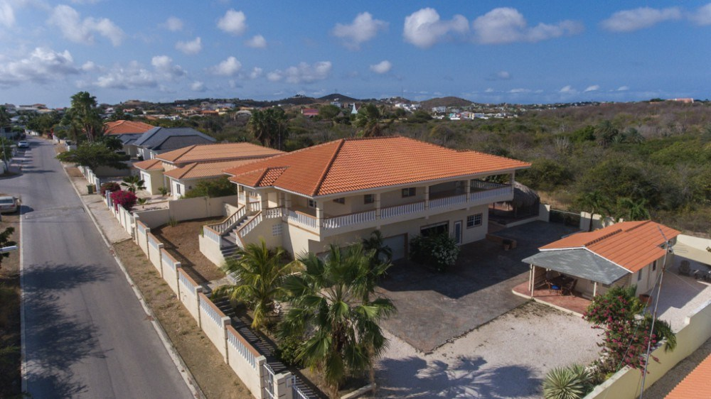 RE/MAX real estate, Curacao, Brakkeput Abou, Brakkeput Abou - Villa with view, pool, apartment and garden house