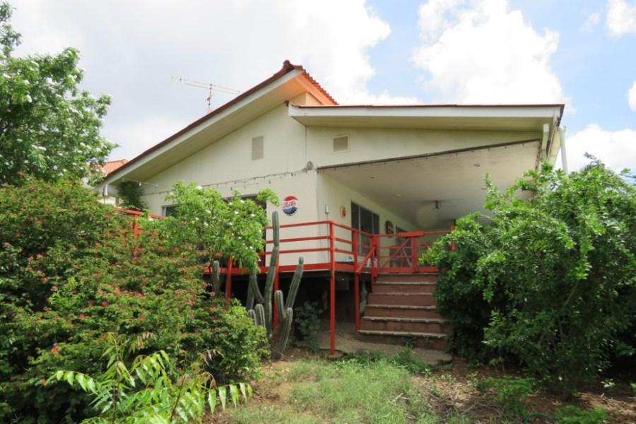 RE/MAX real estate, Curacao, Salinja, Salinja - Spacious 4-bedroom home with amazing view & studio