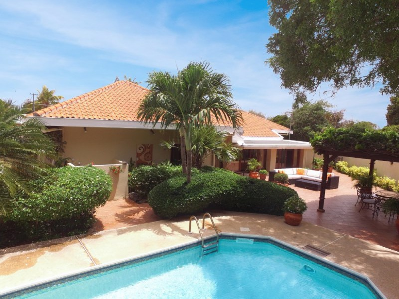 RE/MAX real estate, Curacao, Jongbloed, Jongbloed - Villa with green garden, pool, and separate guest house