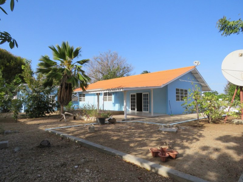 RE/MAX real estate, Curacao, Schelpwijk, Schelpwijk - Spacious, detached 3-bedroom house for sale