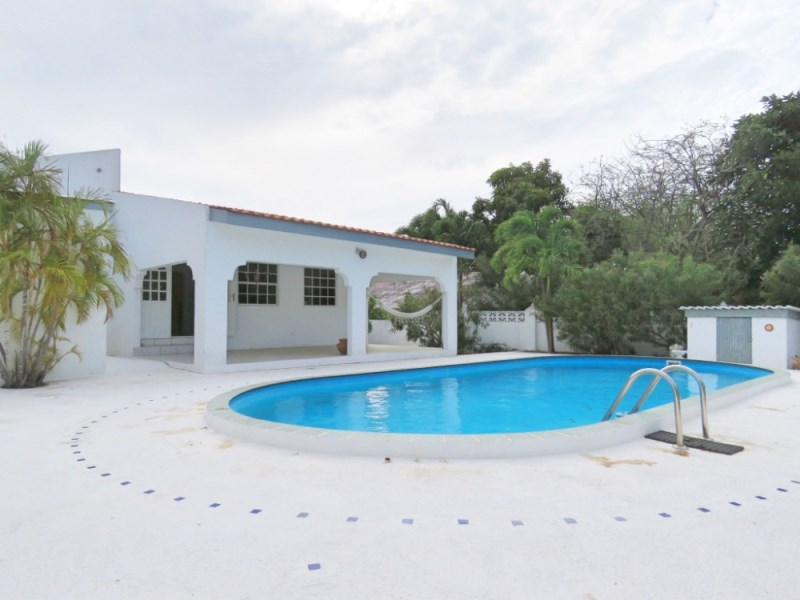 RE/MAX real estate, Curacao, Jan Thiel, Spacious villa with private pool in Oost Jan Thiel