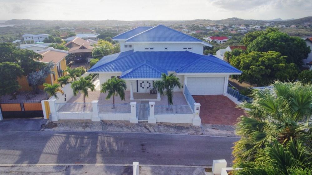RE/MAX real estate, Curacao, Cas Grandi, Cas Grandi - elevated location, 4-bedroom villa with private pool