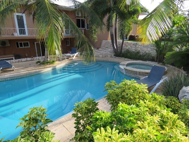 RE/MAX real estate, Curacao, Bottelier, Bottelier - 2-bedroom apartment in small gated community for sale