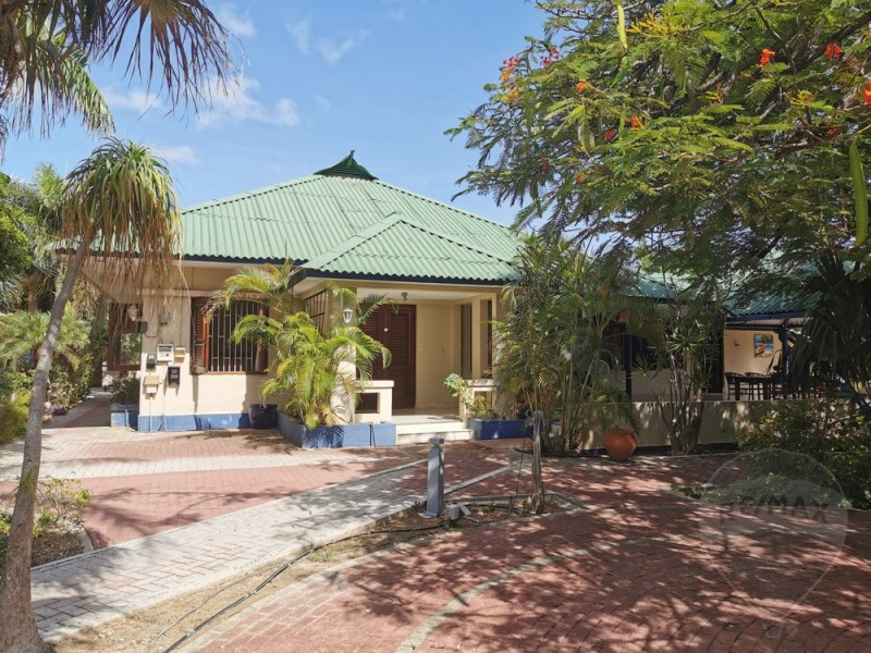 RE/MAX real estate, Curacao, Emmastad, Emmastad - beautiful Caribbean style 5-bedroom villa