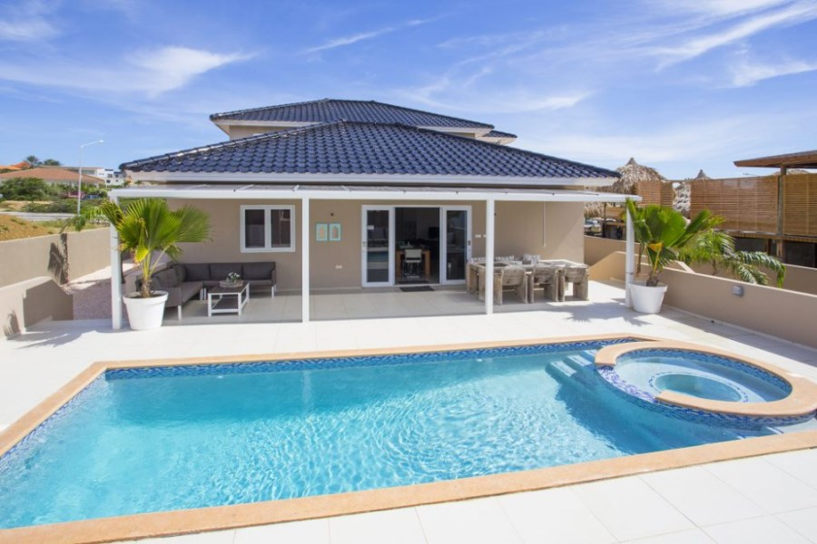RE/MAX real estate, Curacao, Jan Thiel, Vista Royal - Modern 4-bedroom villa with swimming pool and jacuzzi
