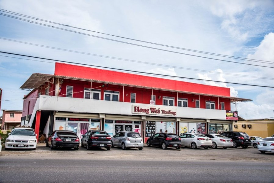 RE/MAX real estate, Curacao, Santa Maria, Santa Maria - Great commercial building with quick ROI