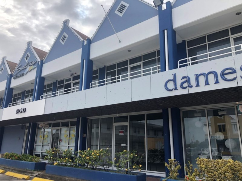 RE/MAX real estate, Curacao, Salinja, Salinja Galleries - Spacious unit for rent in shopping plaza