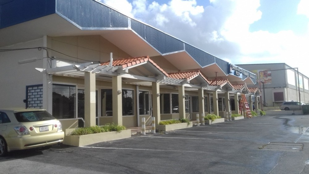 RE/MAX real estate, Curacao, Salinja, Salinja - Centrally located commercial units in the heart of Curacao