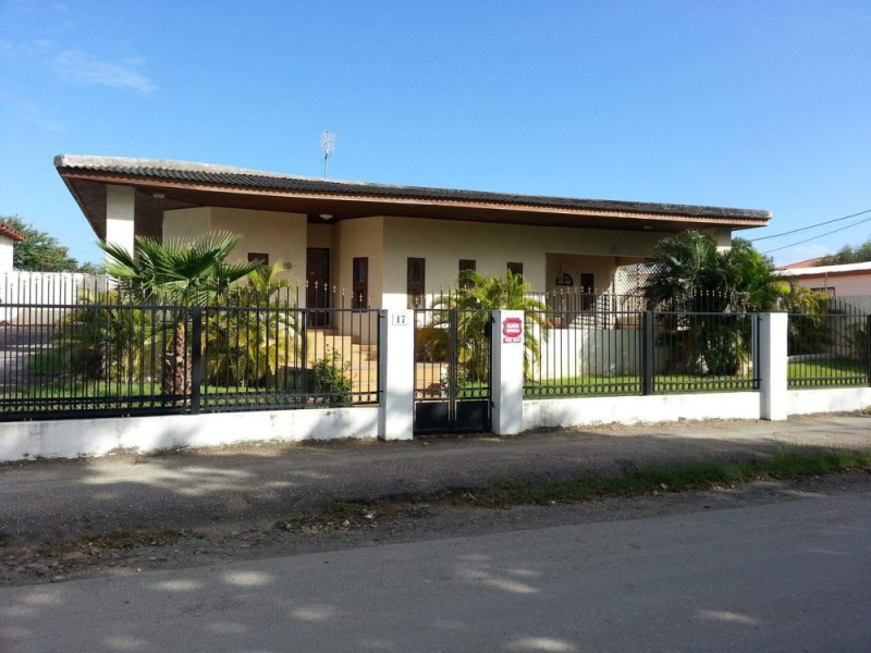 RE/MAX real estate, Curacao, Santa Maria, Santa Maria - spacious house with apartment -popular area near schools
