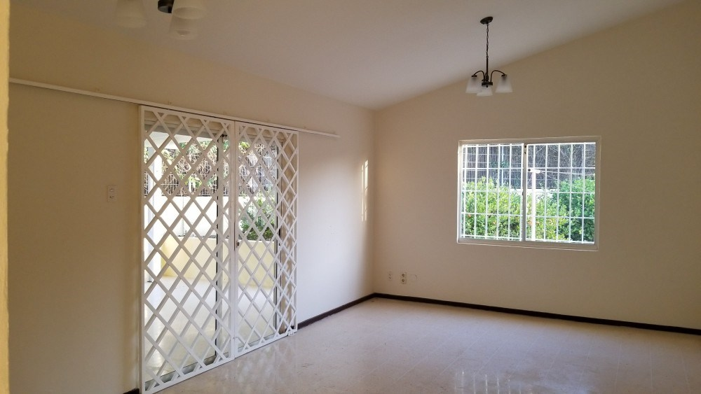 RE/MAX real estate, Curacao, Grote Berg, Spacious home for rent on Grote Berg Curacao - Close to nice beaches