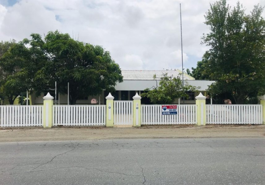 RE/MAX real estate, Curacao, Parera, Parera - A calm and spacious workspace now available in Parera