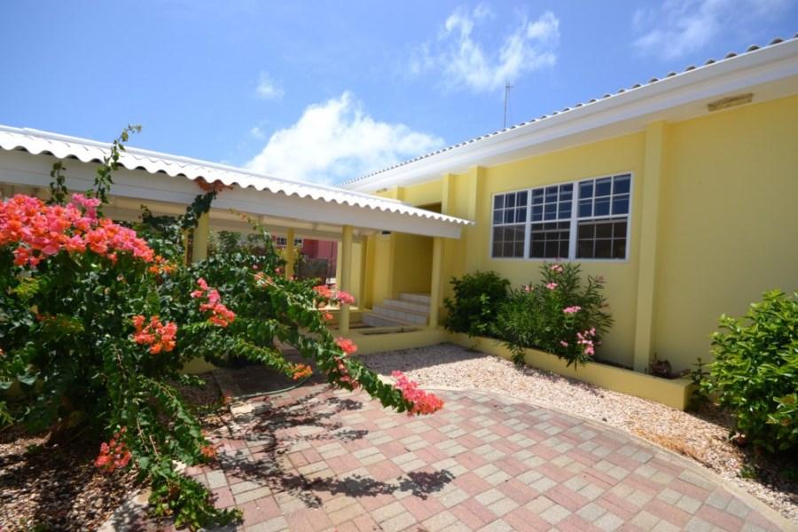 RE/MAX real estate, Curacao, Santa Catharina, Santa Catharina – La Quinta Villas – Spacious 3 bedroom family home