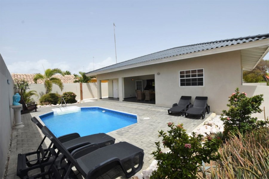 RE/MAX real estate, Curacao, Santa Catharina, Santa Catharina – Villa with private pool in gated resort 'The Pearl'