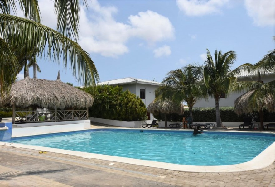 RE/MAX real estate, Curacao, Brakkeput Abou, Spacious 2-bedroom apartments for rent with view towards Tafelberg
