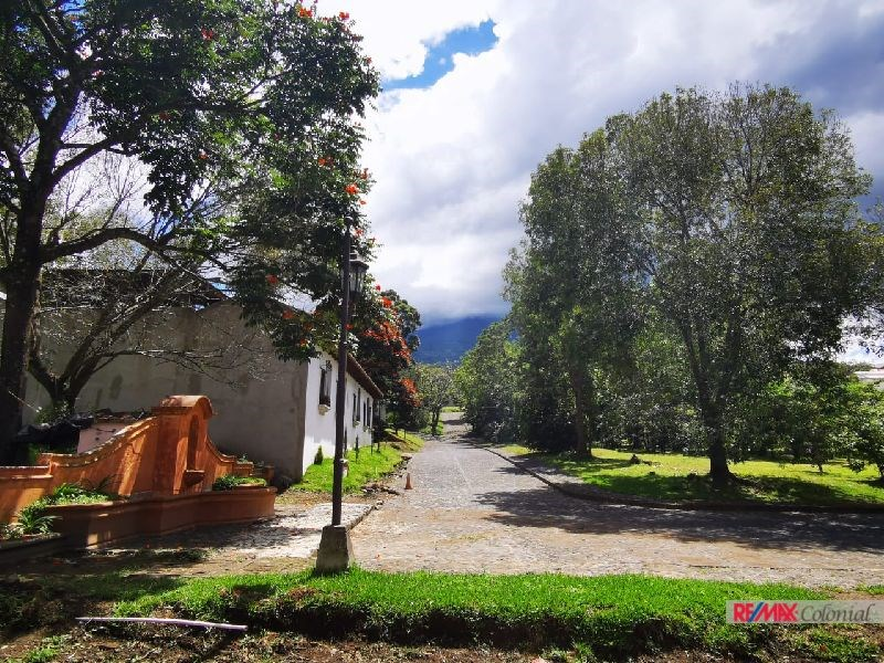 Remax real estate, Guatemala, La Antigua Guatemala, 6014 CORNER LOT FOR SALE IN RESIDENCIALES SANTA DELFINA – SAN PEDRO LAS HUERTAS
