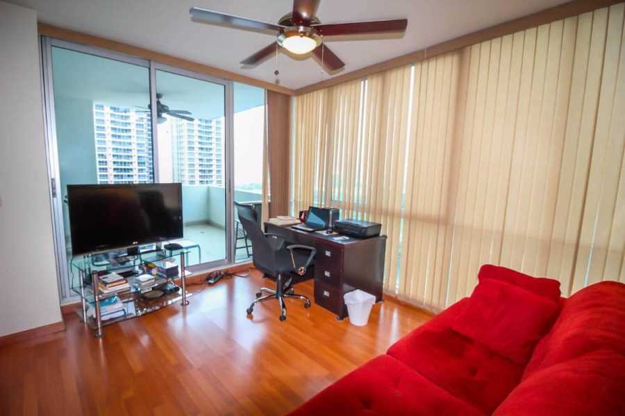 Remax real estate, Panama, Panamá - Punta Pacifica, PH Waterview - Panama City 2 Bedroom Apartment in Prime Location