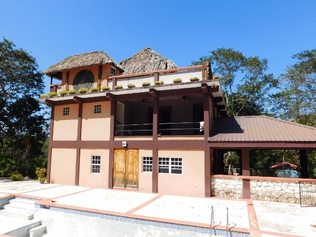 Remax real estate, Belize, San Ignacio, #2197 - 2 BEDROOM HOUSE + POOL + RIVER VIEW + 2 ACRES - near SAN IGNACIO, CAYO DISTRICT