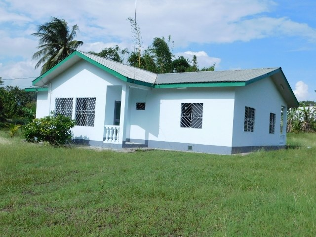 Remax real estate, Belize, Belmopan, #2276 - A 4 BEDROOM HOUSE LOCATED CLOSE TO BELMOPAN CITY, BELIZE.