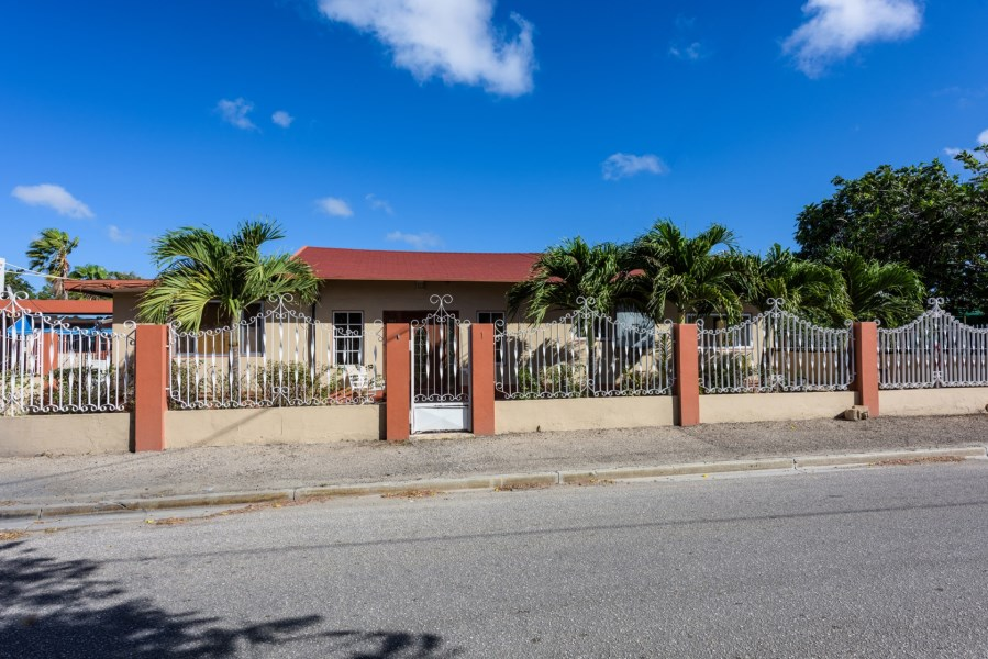 RE/MAX real estate, Aruba, Oranjestad, Kolibristraat 1