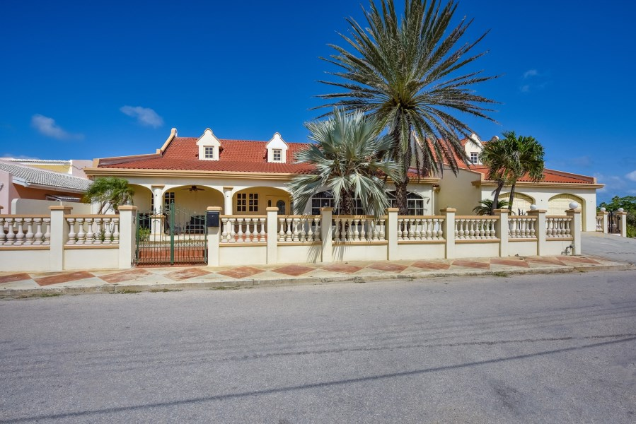 RE/MAX real estate, Aruba, Oranjestad, Bakval 16 I