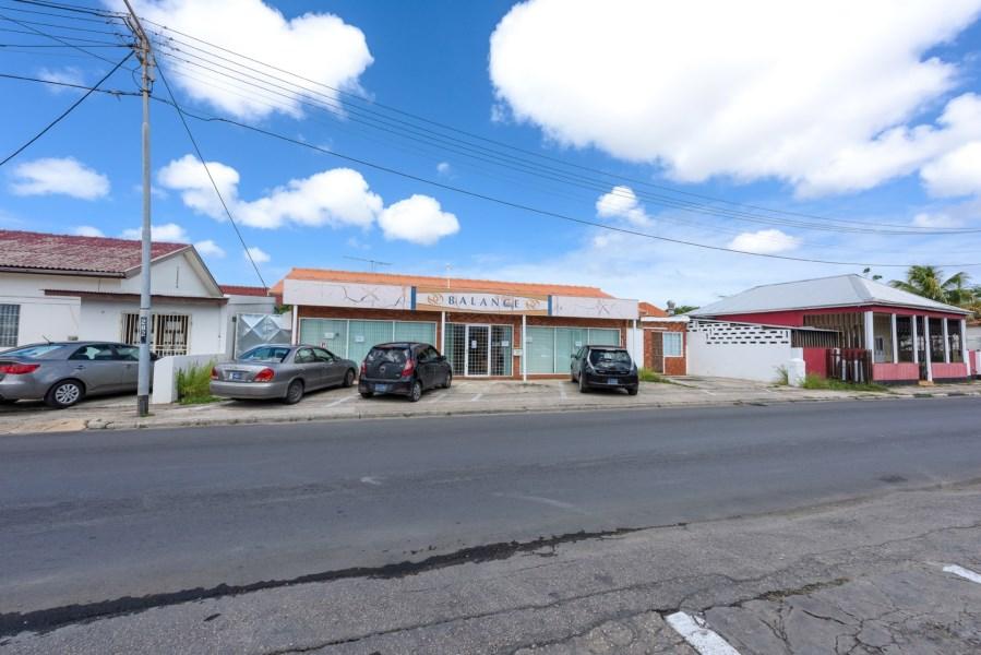 RE/MAX real estate, Aruba, Oranjestad, John G Emanstraat 85