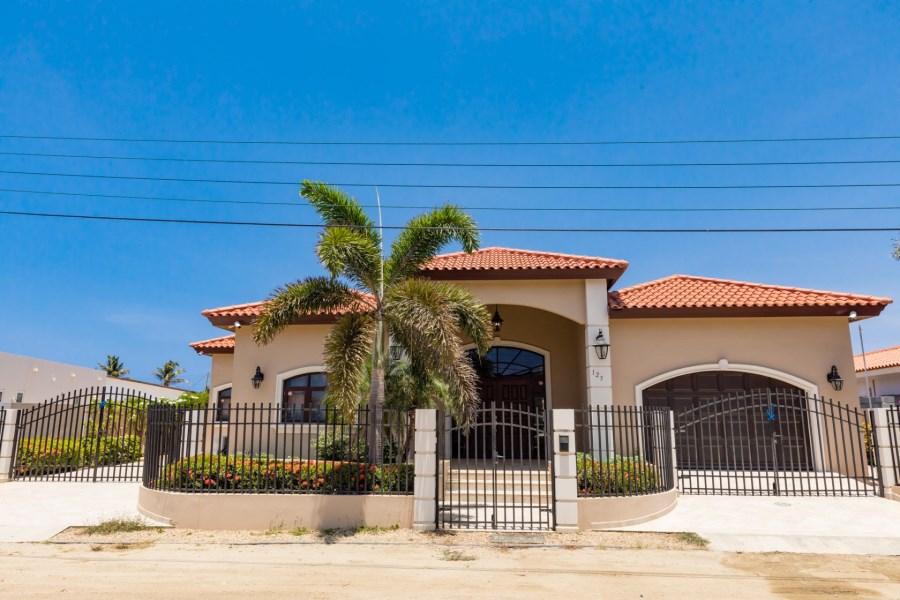 RE/MAX real estate, Aruba, West Punt, Esmeralda 125