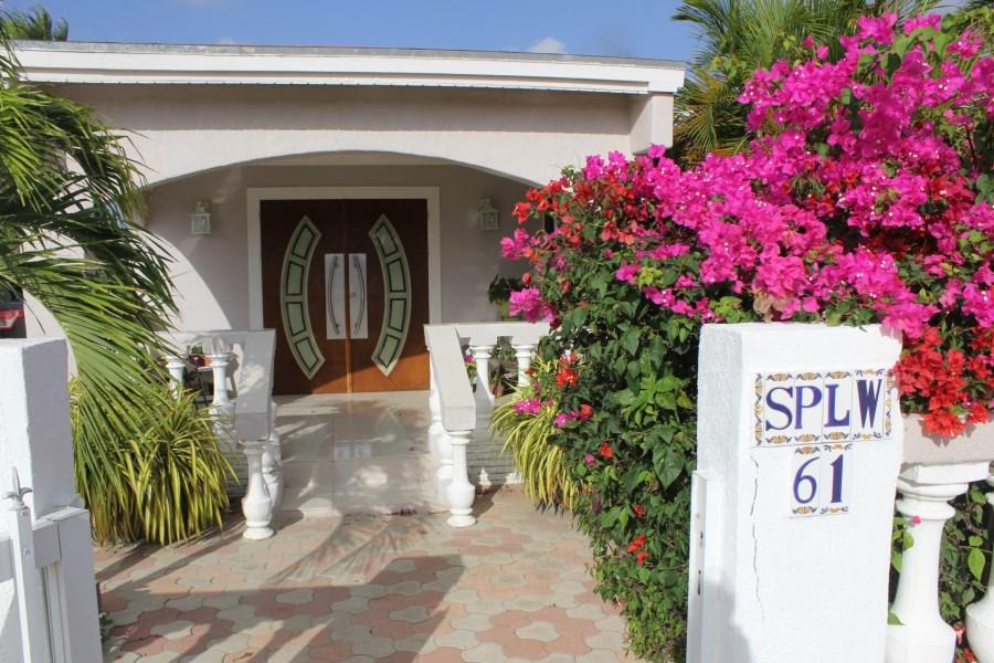 RE/MAX real estate, Aruba, Pos Chikito, Spaanslagoenweg 61