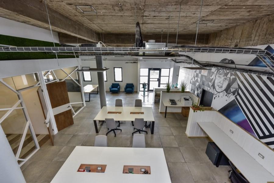 RE/MAX real estate, Aruba, Oranjestad, Kruisweg 9&11 Vault Commercial building