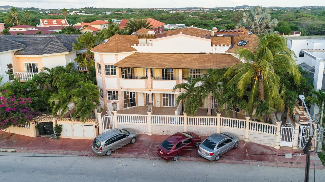RE/MAX real estate, Aruba, Noord, Bubali Condo 6 - The Castle