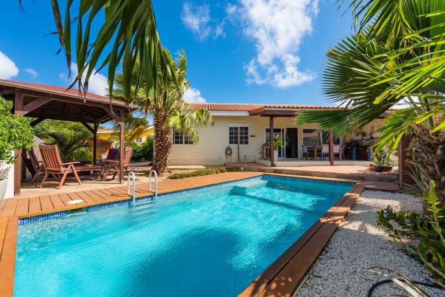 RE/MAX real estate, Aruba, Oranjestad, San Barbola 153