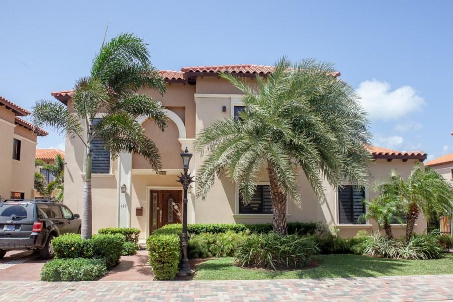 RE/MAX real estate, Aruba, West Punt, Gold Coast Diamante Luxury Villa