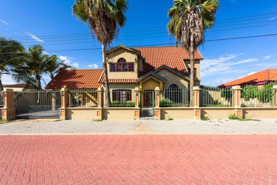 RE/MAX real estate, Aruba, Oranjestad, Caya Maguey 32