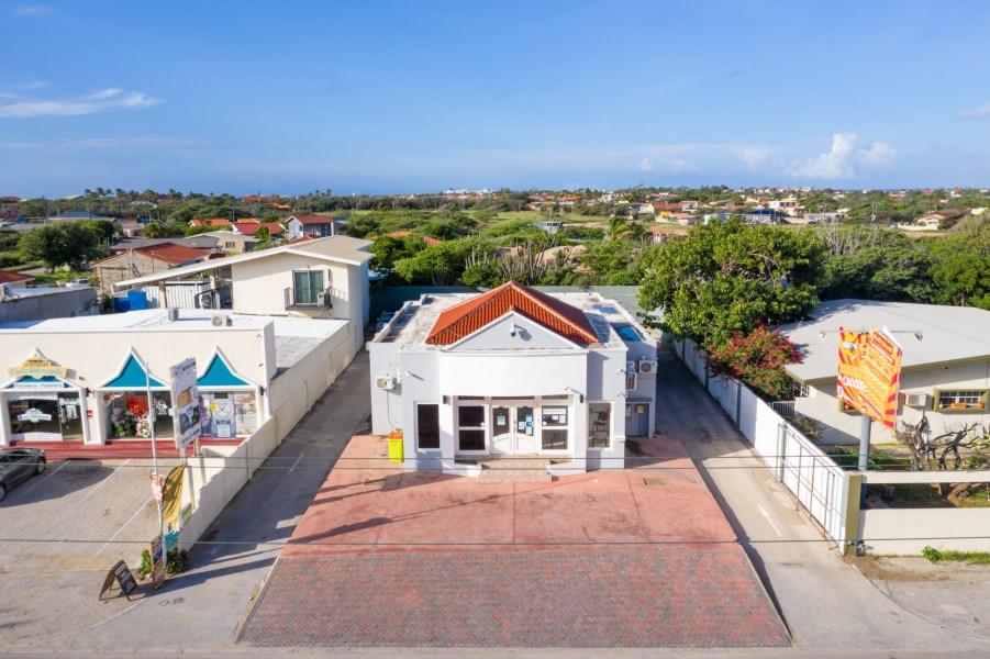 RE/MAX real estate, Aruba, Oranjestad, Tanki Leendert Commercial Building