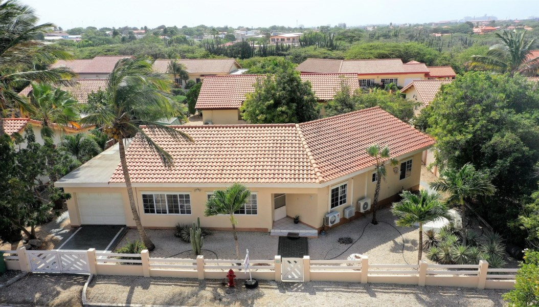 RE/MAX real estate, Aruba, Oranjestad, San Barbola 184