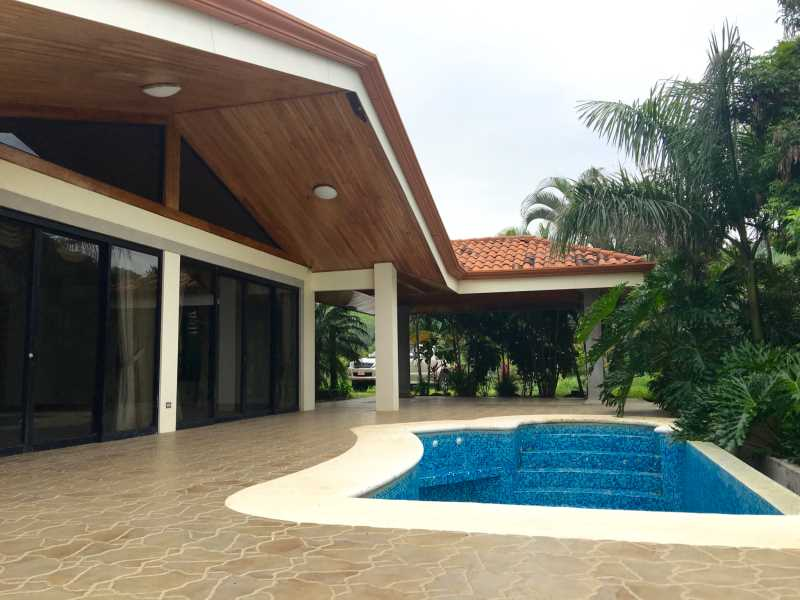 Remax real estate, Costa Rica, Atenas, Gated community house with pool