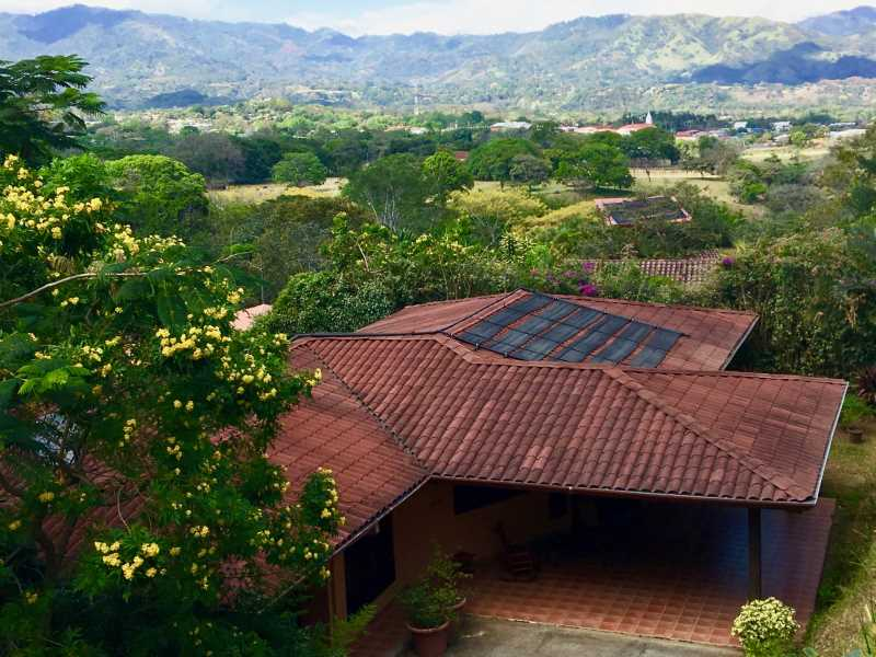 Remax real estate, Costa Rica, Atenas, Lovely home surrounded by tropical gardens