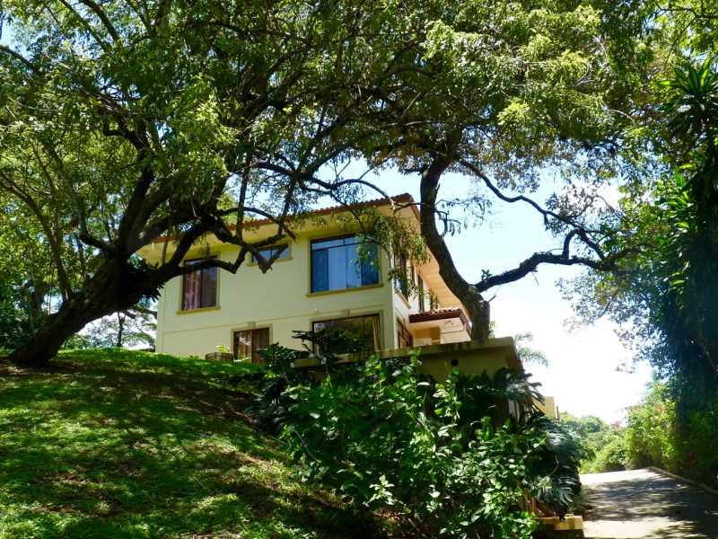 Remax real estate, Costa Rica, Atenas, Large home and guest house with pool on large private estate.