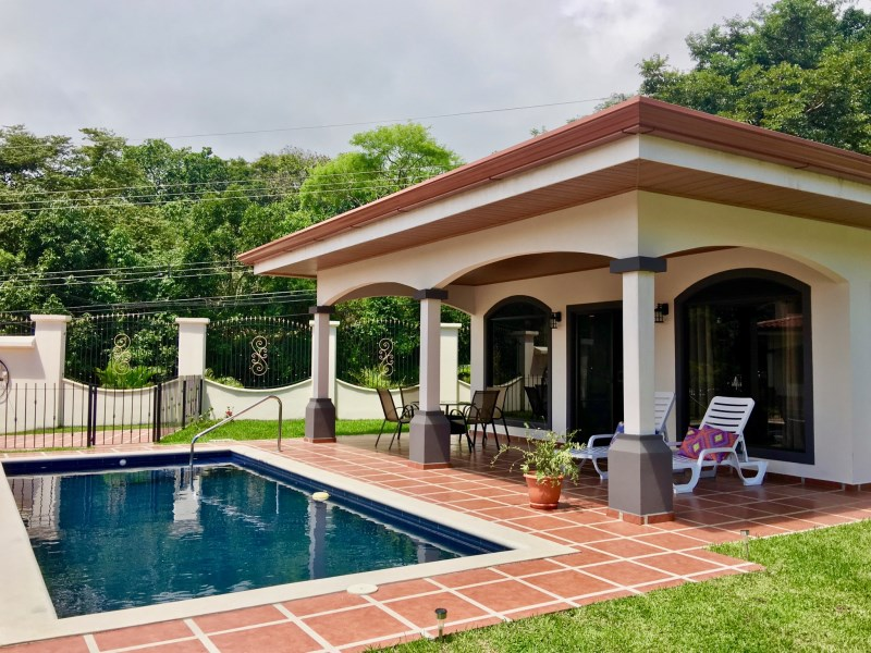 Remax real estate, Costa Rica, Atenas, Newly built & pool in a small gated community.