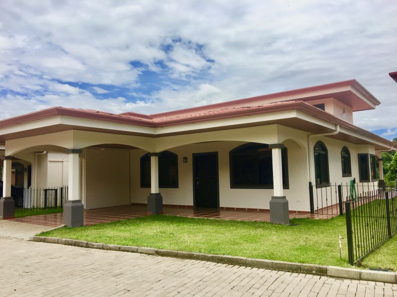 Remax real estate, Costa Rica, Atenas, Located in the gated community of Poco Cielo Estates, 3 km west of Atenas central.