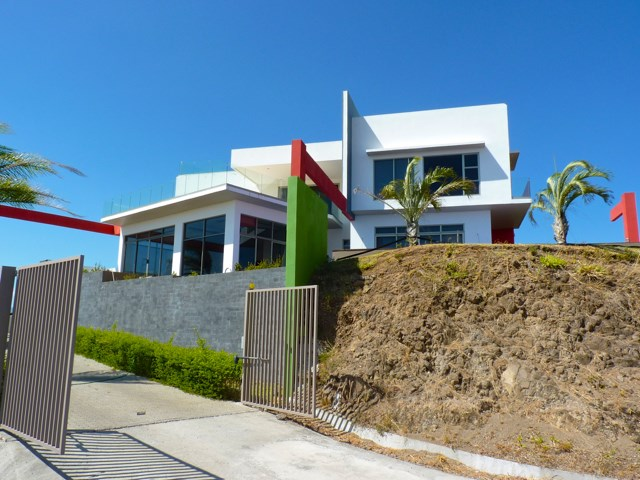 Remax real estate, Costa Rica, Atenas, Amazing Modern Home in Gated Community