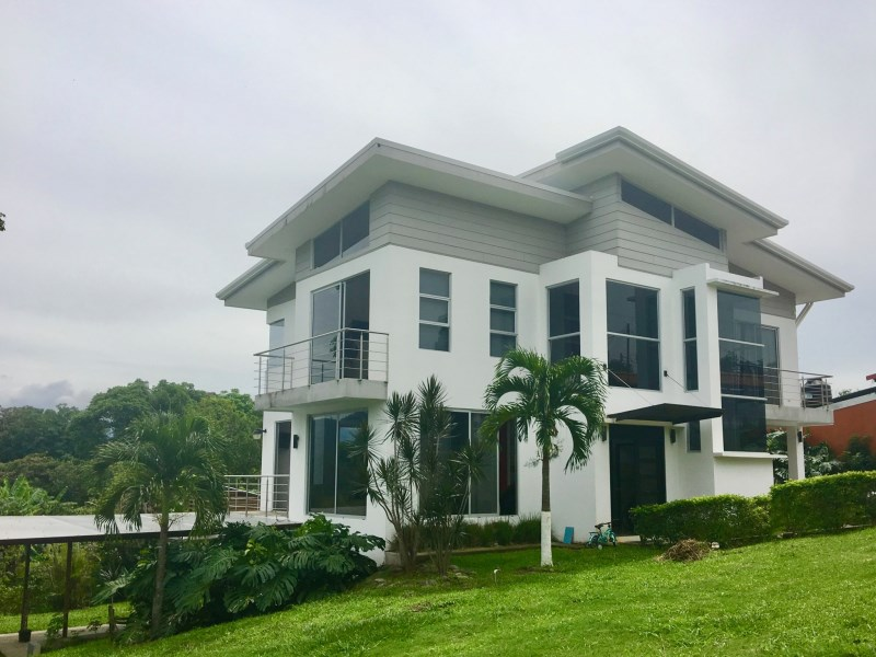 Remax real estate, Costa Rica, Atenas, Home near to Atenas center with green areas