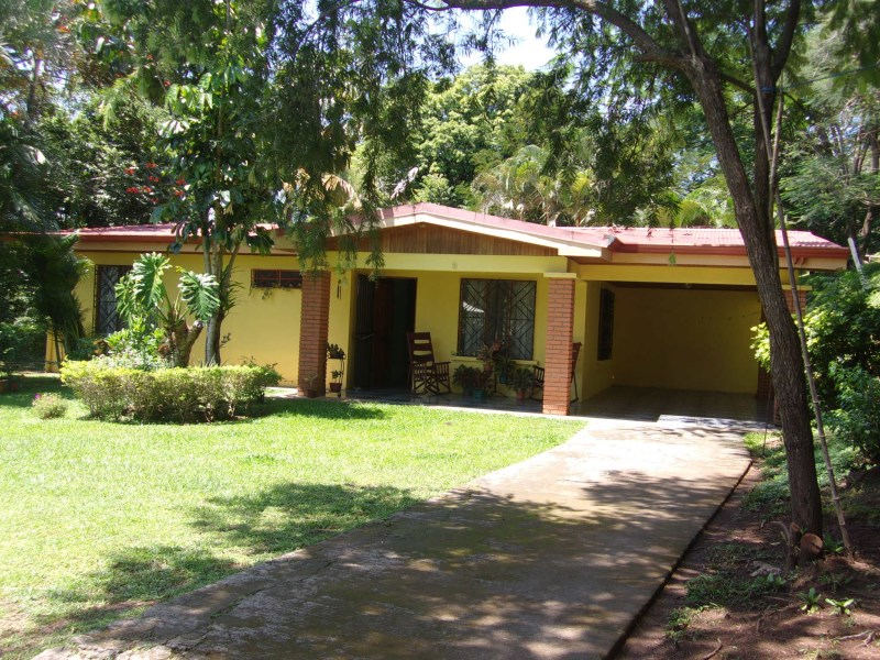 Remax real estate, Costa Rica, Atenas, House with  private main entrance and green areas