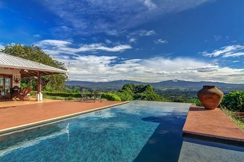 Remax real estate, Costa Rica, Atenas, Panoramic views and beautiful sunsets