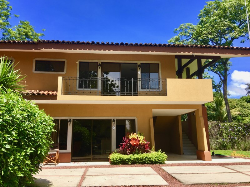 Remax real estate, Costa Rica, Atenas, Modern Apartment with green areas