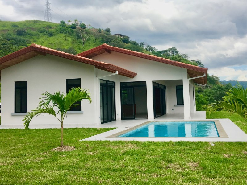 Remax real estate, Costa Rica, Atenas, Brand new home and pool in the gated community of Roca Verde