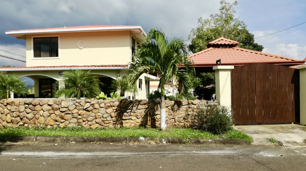 Remax real estate, Costa Rica, Atenas, Home for Rent in a quiet neighborhood