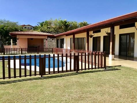 Remax real estate, Costa Rica, Atenas, House in the most popular gated community in Atenas