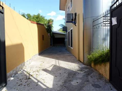 Remax real estate, Costa Rica, Atenas, Furnished apartment cable & internet included