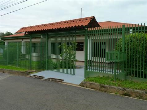 Remax real estate, Costa Rica, Atenas, Home is conveniently located within walking distance to Atenas restaurants.