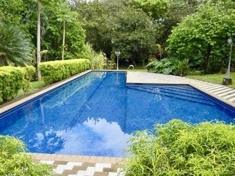 Remax real estate, Costa Rica, Atenas, Large modern style home in La Garita development